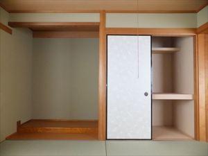 上池田貸家 3F和室 押入れ1 床の間.JPG
