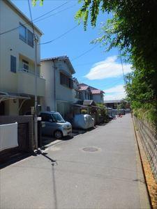 上池田貸家 前面道路1.JPG
